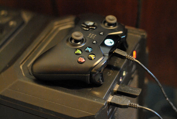 xbox-one-controller-connected-to-pc-100310738-large